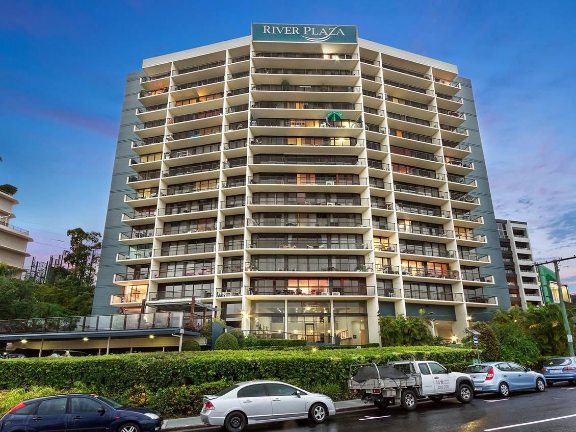 River Plaza Apartments