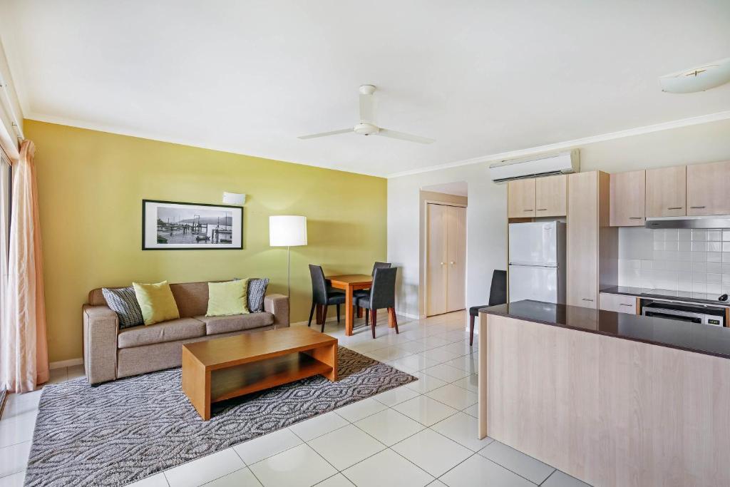 One Bedroom Ocean Apartment