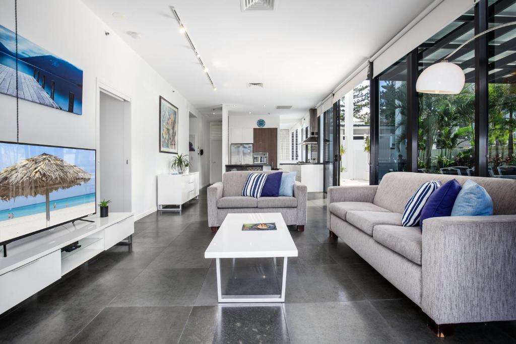 Three Bedroom Beach House Apartment