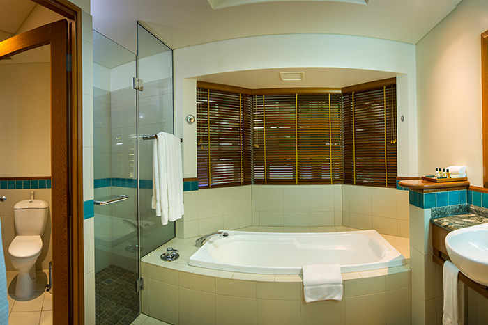 Island Suite King Room Bathroom