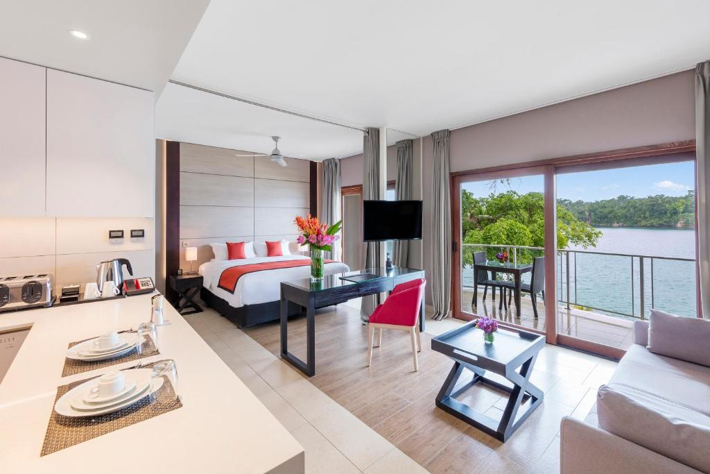 Junior Suite with Lagoon View
