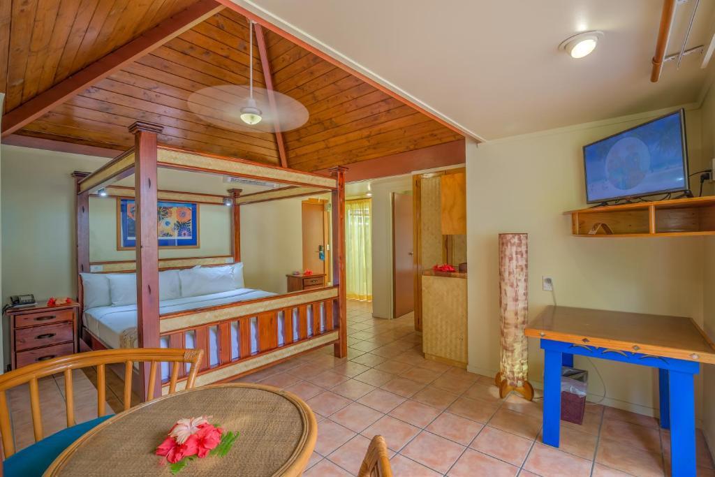 Deluxe Beachside Suite